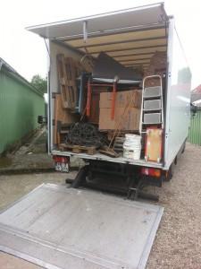 Mit einem LKW transportieren wir bei einer Lagerauflösung alles ab! Das spart Container und Entsorgungskosten!